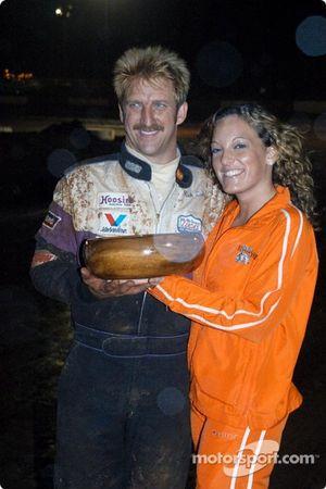 Rick Ziehl reçoit son trophée de deuxième dans le Trophy Dash