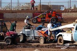 Mike Martin et Kaylene Verville s'écartent l'un de l'autre après la collision de Martin avec Rodney