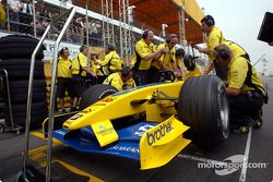 Jordan team members work on the Jordan EJ13