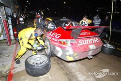 Arrêt au stand pour la #7 V.I.P. Petfoods (Aust) P/L Porsche GT3 Carrera Cup de Tony Quinn, Klark Qu