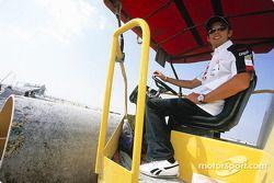 Jenson Button sur le site de construction du Circuit International de Bahreïn
