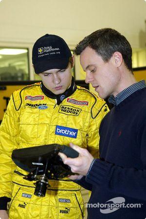 Jaroslav Janis découvre le volant de la Jordan EJ13
