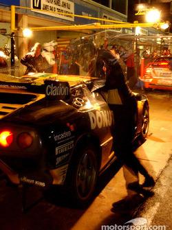 Pitstop for #20 Mark Coffey Racing Lamborghini Diablo GTR Coupe: Paul Stokell, Allan Simonsen, Luke Youlden, Peter Hackett