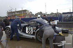 Arrêt au stand pour la #66 Adam Sharpe Motorsport Morgan Aero 8 de Adam Sharpe, Neil Cunningham, Keith Ahlers et Tom Shrimpton