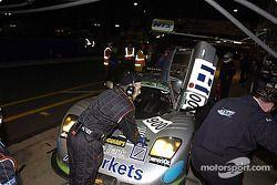Arrêt au stand pour la #900 Rollcentre Racing Ltd Mosler MT900R de Martin Short, Patrick Pearce, Charles Lamb et Heather Spurle