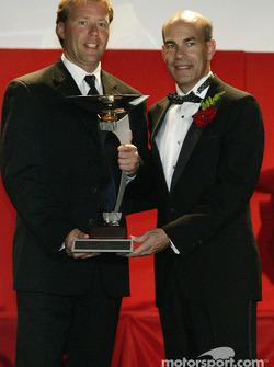 Deuxième du Championnat des Pilotes : JJ Lehto avec Scott Atherton, dirigeant de l'ALMS
