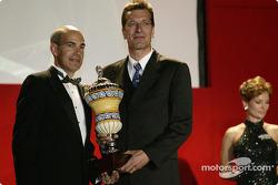 Champion des équipes : Ralf Jättner, directeur technique d'Indineon Team Joest, avec Scott Atherton, dirigeant de l'ALMS