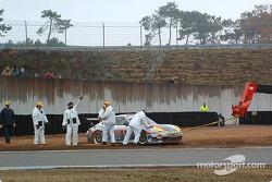 La #32 System Force Motorsport Porsche GT3-RS de Peter van Merksteijn et Frans Munsterhuis a des soucis