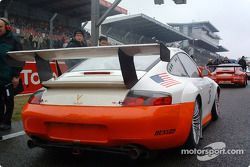 La #36 Sebah QM Engineering Ltd Porsche GT3-RS sur la grille de départ