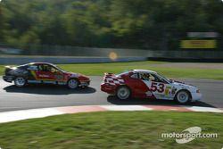 #53 TF Racing / Max Q Mustang Cobra R: Emil Assentato, Nick Longhi, et #44 HRPworld.com Acura Integra LS: Belinda Endress, Mike Fitzgerald, Howie Liebengood