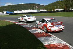 #14 Frederick Motorsports Mustang Cobra R: Greg Camp, Andrew Kopperl, et #7 Doncaster Racing Porsche