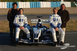 Nelson A. Piquet ve Nico Rosberg ve their respective babasıs standing behind them Nelson Piquet ve K
