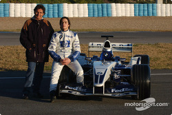 Nelson A. Piquet ve babası Nelson pose ve WilliamsF1 BMW FW25