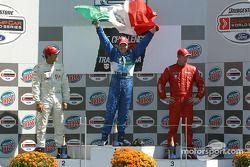 Podium : Memo Rojas, vainqueur, avec Leonardo Maia et Colin Fleming