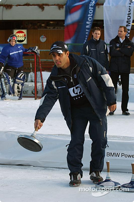 Juan Pablo Montoya s'essaie au curling