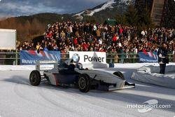 Marc Gené pilote une Formula BMW sur la glace