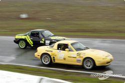 La n°2 de Wheels America pilotée par Robert Stretch, Ara Malkhassian, Ken Murillo et la n°19 du Team 19 Racing (Victor Contreras, Charles Espenlaub, Rod Riley, J.T. Monello)