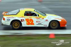La n°32 du YMW Racing pilotée par John Wright, Jamie Dryden et John Luciano