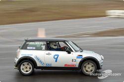 La n°9 du Team Crevier Mini pilotée par David Mecey, Jonathan Lawson, Judy Ray et Darren Young
