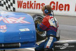 Arrêt aux stands pour la Corvette n°05 du Team Re/Max pilotée par Rick Carelli, Davy Liniger et John