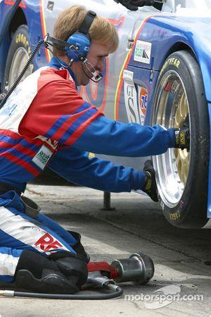 Arrêt aux stands pour la Corvette n°05 du Team Re/Max pilotée par Rick Carelli, Davy Liniger et John Metcalf