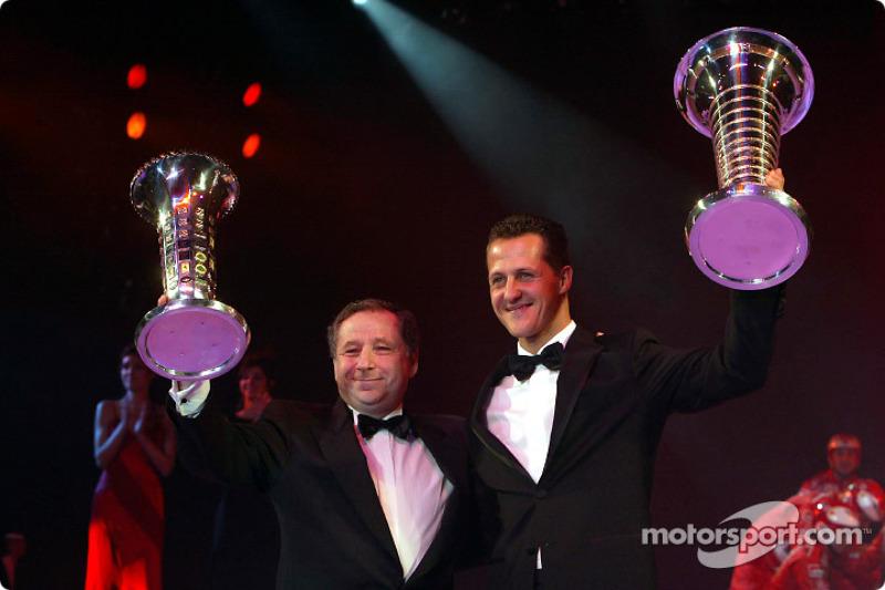 El campeón mundial de Fórmula Uno Michael Schumacher y Jean Todt