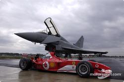 El Ferrari F2003-GA y el Eurofighter Typhoon