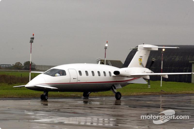 Міхаель Шумахер прибув до аеропорту Баккаріні на літаку Piaggio P180