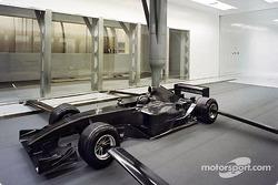 ساوبر ستعمل أساساً على مجسّمات بحجم 60 بالمئة من السيارة الفعليّة