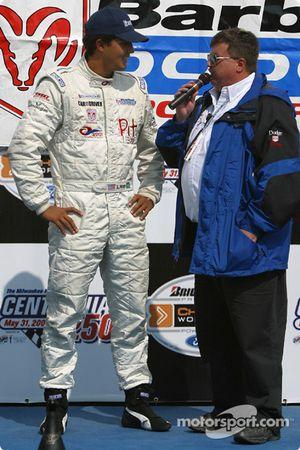 Sur le podium : Le vainqueur Leonardo Maia
