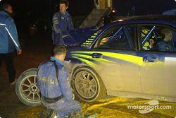 Mikko Hirvonen au parc d'assistance Subaru
