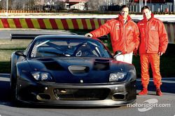 John Bosch et Danny Sullivan avec la nouvelle Ferrary 575 GTC de l'équipe Barron Connor Racing, sur la piste de Fiorano, la piste d'essais de Ferrari