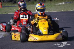 Memo Gidley leads Greg Perrin during Sunday's 15-lap simulated race