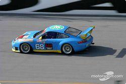 La Porsche GT3 RS n°68 de l'équipe The Racers Groupe pilotée par RJ Valentine, Bohdan Kroczek et Abr