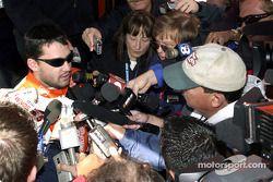 Tony Stewart rencontre la presse
