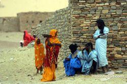 Des mauritaniens dans un village
