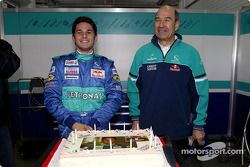 Giancarlo Fisichella kutlama yapıyor his birthday ve Peter Sauber