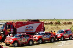 L'équipe Mitsubishi Motors Motor Sports avant le départ