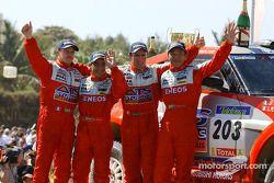 Stéphane Peterhansel et Jean-Paul Cottret, Hiroshi Masuoka et Gilles Picard célèbrent un doublé pour Mitsubishi Motor Sports