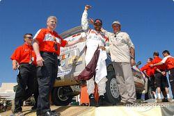 Nasser-Saleh Al-Attiyah et Marc Bartholome heureux sur le podium d'arrivée