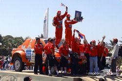 Pornsawan Siriwattanakul et Philippe Bocandé heureux sur le podium d'arrivée