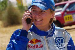 Jutta Kleinschmidt célèbre une victoire d'étape