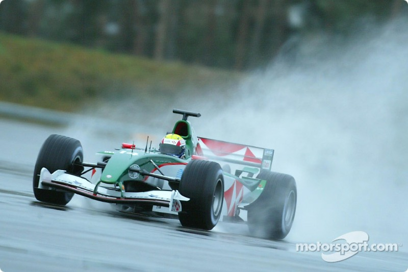 Mark Webber pone a prueba el nuevo Jaguar R5 en el campo de pruebas de Ford en Lommel, Bélgica