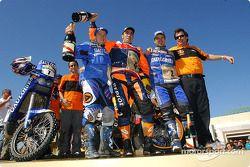 Podium motos : Nani Roma, vainqueur, avec Richard Sainct et Cyril Despres