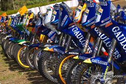 Des motos, alignées