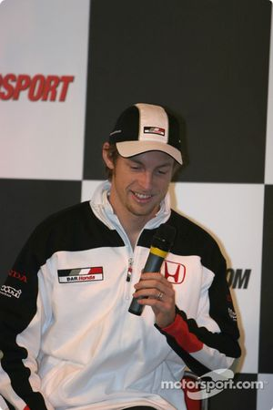 Interview de Jenson Button sur la scène Autosport