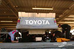 Du travail sur le nouveau camion Toyota
