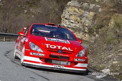 Фредди Лойкс и Свен Смеетс тестируют Peugeot 307WRC в ливреи 2004 года