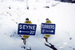 Des anciens panneaux de signalisation