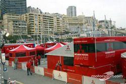 Le paddock Mitsubishi
